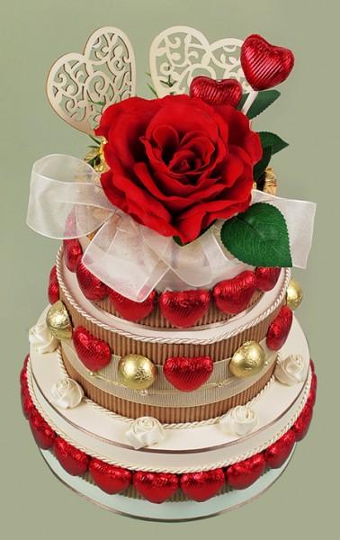 Hochzeitstorte / rot-gold-creme